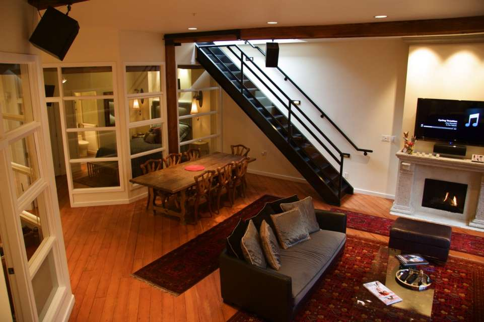 Heritage, Penthouse Loft, with Private Rooftop Deck
