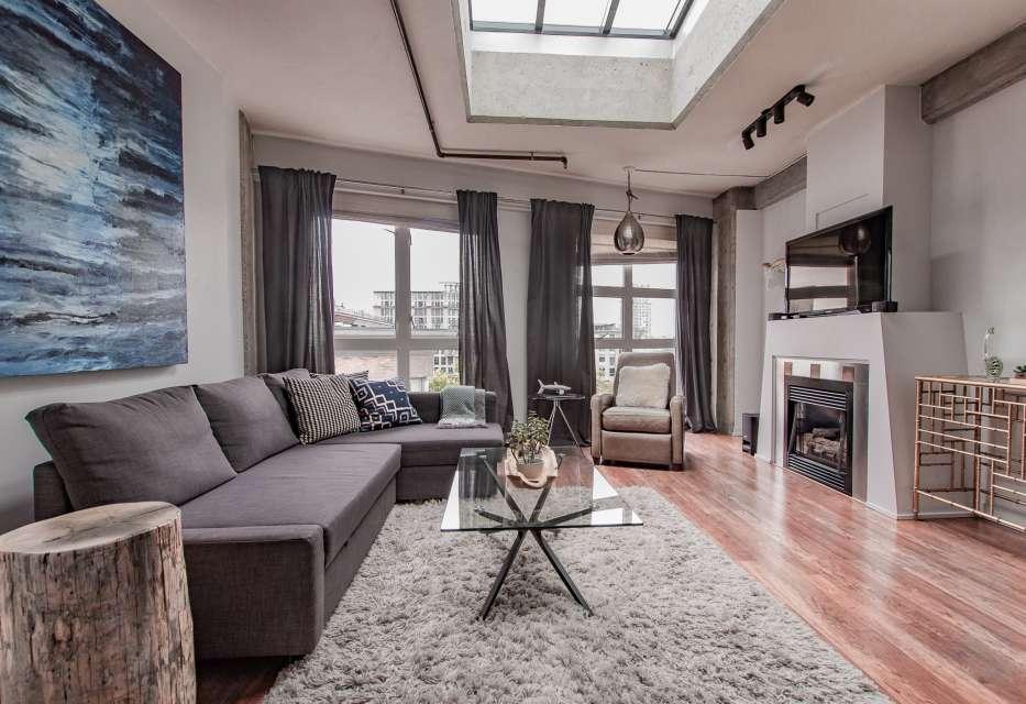 Gastown Loft with Roof Top Deck