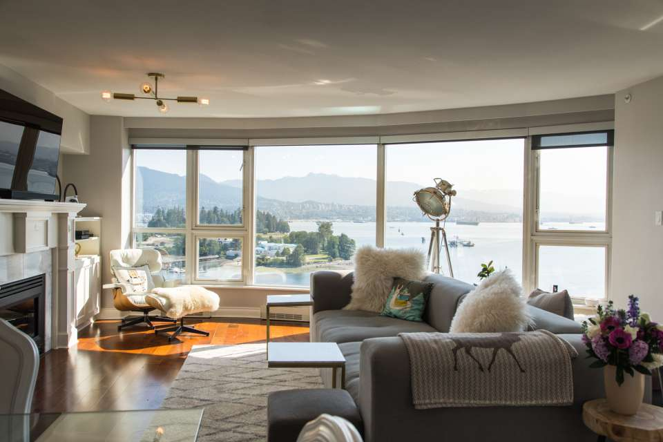 Coal Harbour Condo with Gorgeous Views